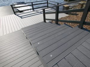 Escalier en lame de terrasse composite UPM ProFi Deck 150 - Gris granité (Finlande)